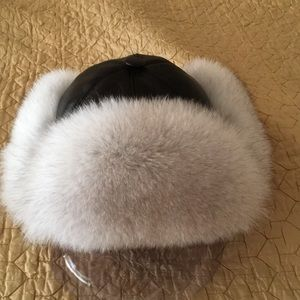 Accessories - Very warm beautiful silver fox and leather hat.